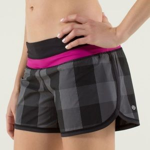 🖤Lululemon Groovy Run Shorts-Gingham Refle…